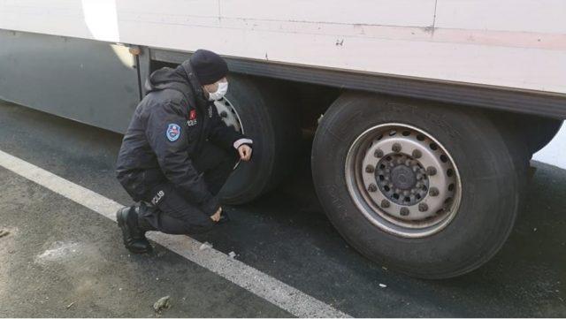 塞爾維亞:土耳其警察拯救移民免於凍結