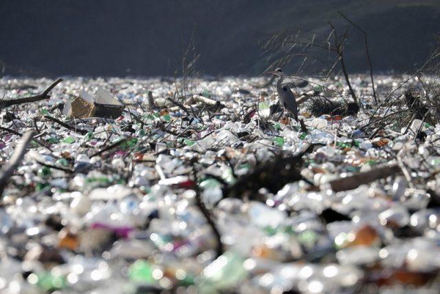 垃圾阻塞河流形成島嶼, 威脅巴爾幹的水壩
